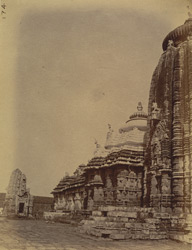 Bhadraka, refectory and small ruined temple in courtyard of the Ananta Vesudeva Temple, Bhubaneshwar